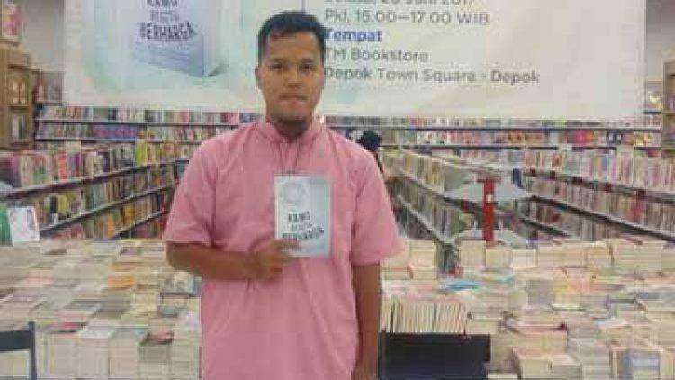 Bedah Buku Kamu Begitu Berharga di TM Bookstore, Depok Town Square